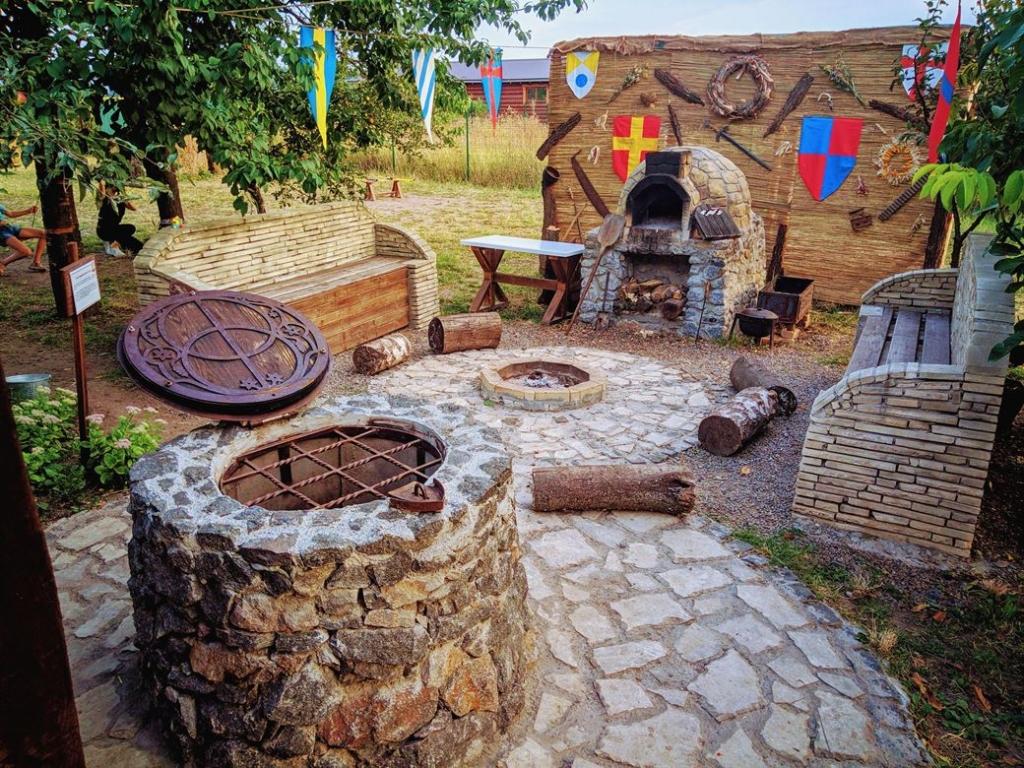 ССтан де збиралися Лицарі Круглого столу, або лицарі короля Артура.